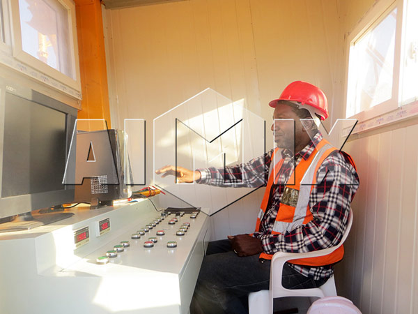 automatic control room of mobile concrete plant