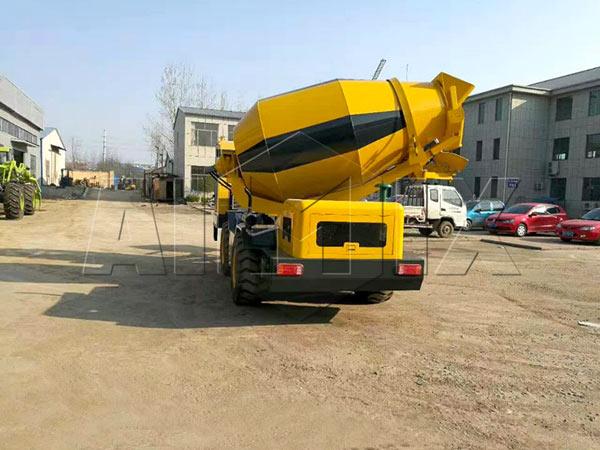 betoneira com carga automática