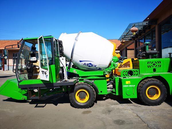 2m3 self loading mobile concrete mixer