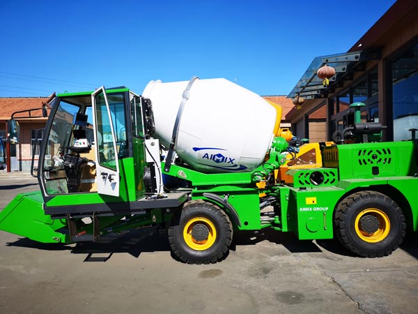 2m3 self loading mobile concrete mixer