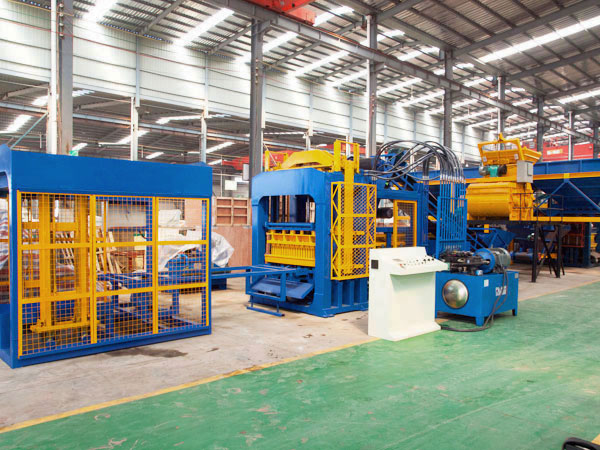QT12-15 solid brick manufacturing machine