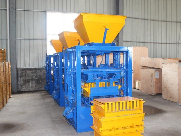 Máquina de bloco de cimento QT4-24