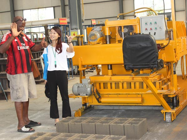 customer visit our hollow block machine