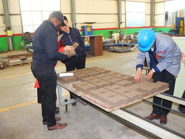 customer visit our interlocking brick machine