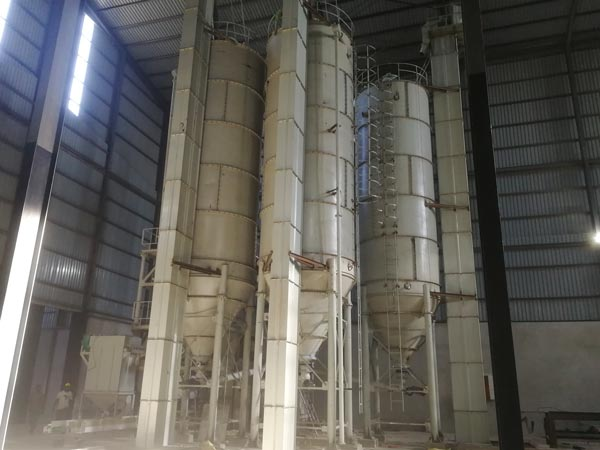 silo de cimento na fábrica