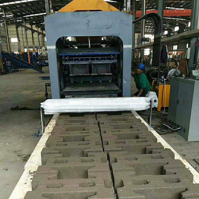 produce interlocking bricks