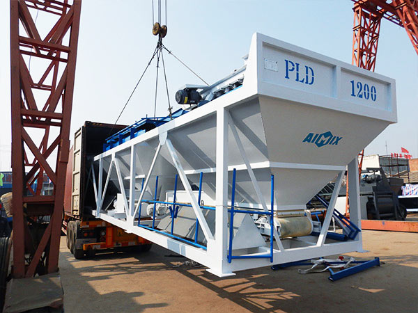entrega da máquina dosadora de concreto para AJ-35