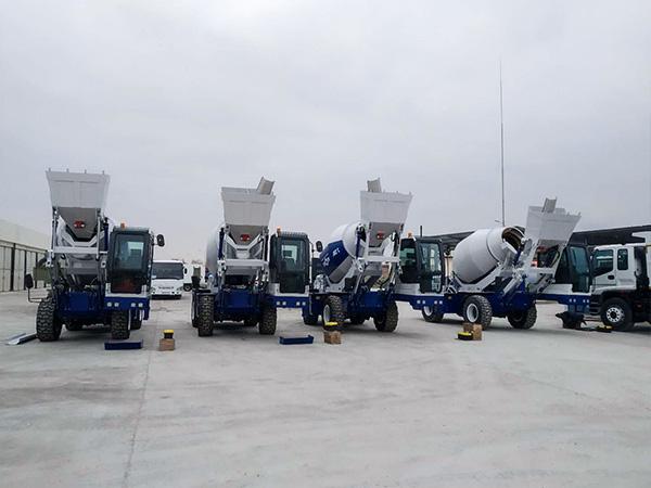 AS-3.2 self loading mixer