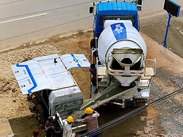 misturador de concreto para transporte e bomba de reboque