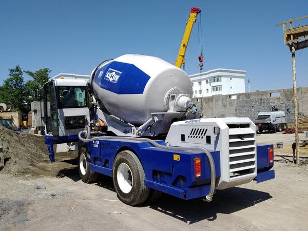 self loading concrete mixer and diesel concrete pump