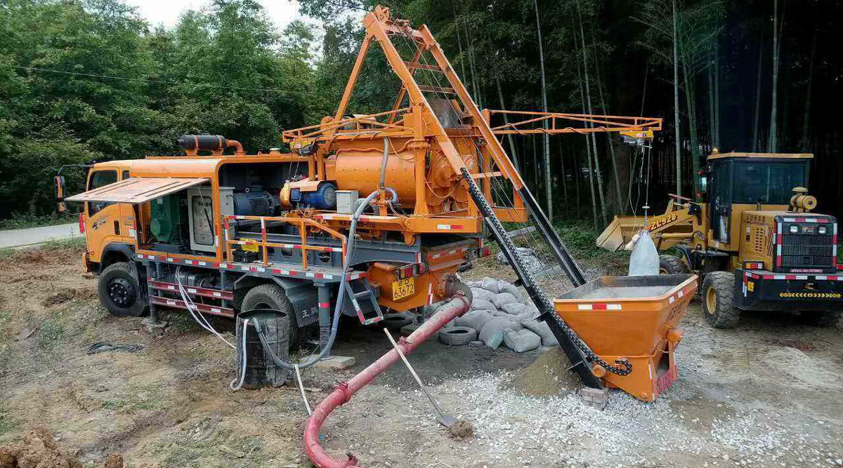 truck mounted concrete mixer pump in working site