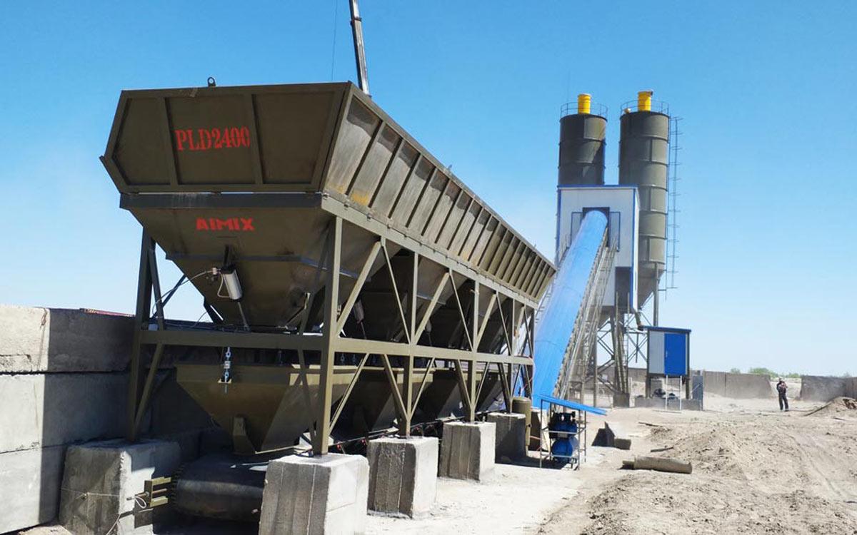 Fábrica de concreto com transportador de correia AJ-90 no Uzbequistão