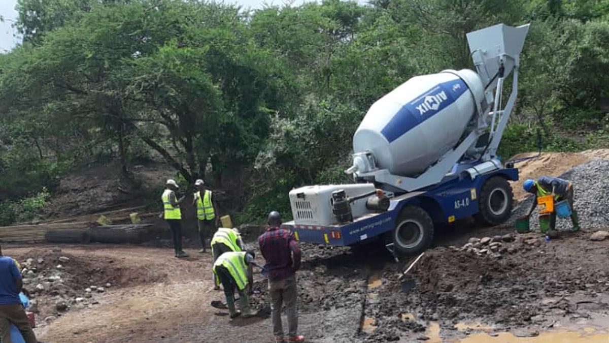 Misturador de concreto com carregamento automático AS-4.0 na Tanzânia