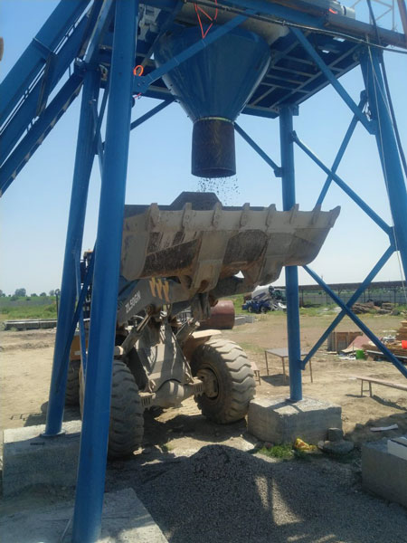 discharging system of small concrete plant