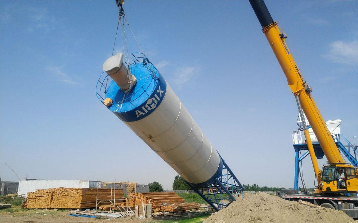 Install cement silo of the small concrete plant